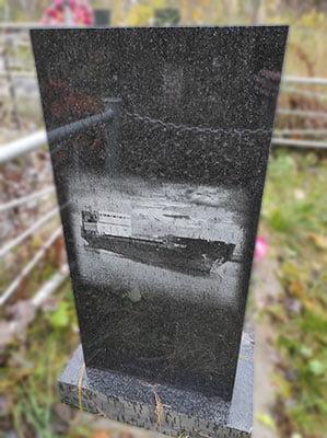 Памятник с гравировкой
