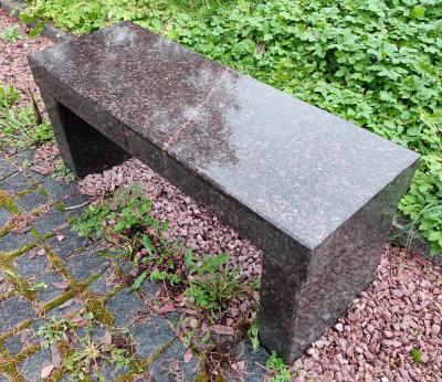 Скамейка из Дымовского гранита
