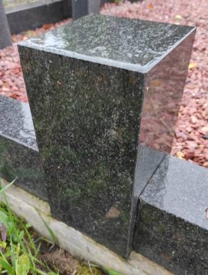 Столбик из черного гранита